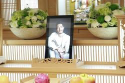 Khung cảnh tang thương ngập tràn hoa trắng trong tang lễ Cao Dĩ Tường