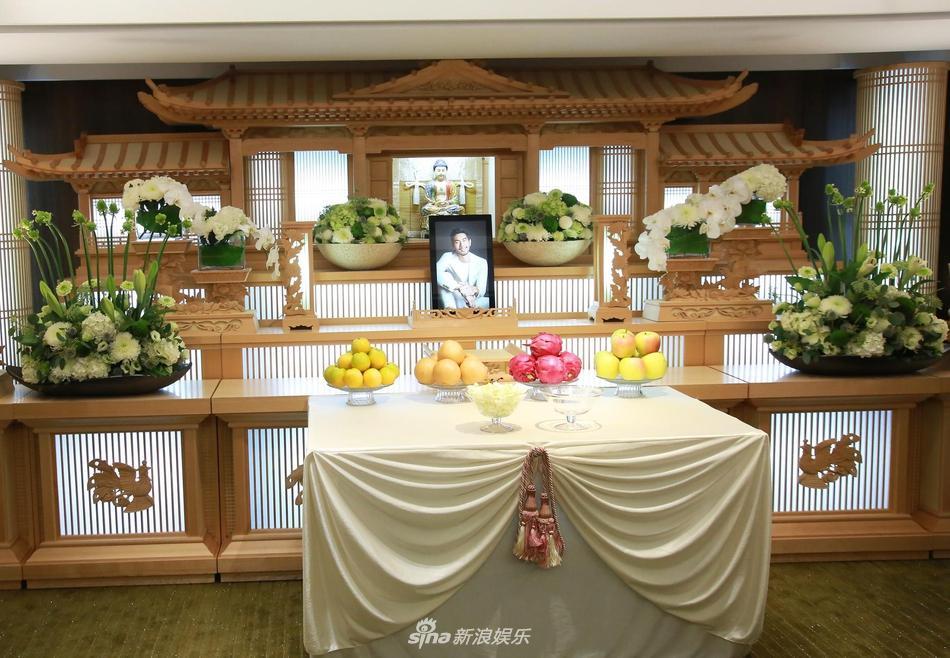 Khung cảnh tang thương ngập tràn hoa trắng trong tang lễ Cao Dĩ Tường-5