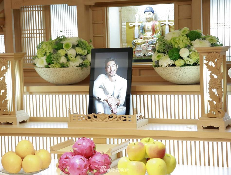 Khung cảnh tang thương ngập tràn hoa trắng trong tang lễ Cao Dĩ Tường-6