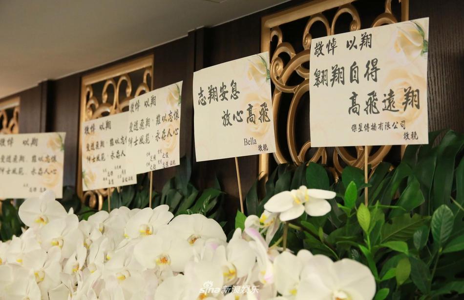 Khung cảnh tang thương ngập tràn hoa trắng trong tang lễ Cao Dĩ Tường-7