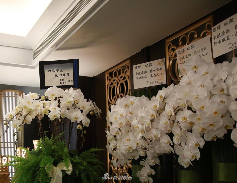 Khung cảnh tang thương ngập tràn hoa trắng trong tang lễ Cao Dĩ Tường-10
