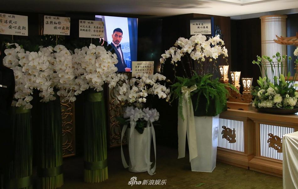 Khung cảnh tang thương ngập tràn hoa trắng trong tang lễ Cao Dĩ Tường-11