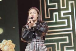 Hoàng Thùy Linh hát ở tổng duyệt Hoa hậu Hoàn vũ Việt Nam