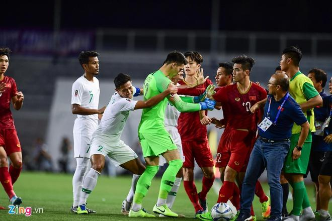 Ảnh chế hai em út U22 Việt Nam phản ứng gắt ở trận gặp Indonesia-1