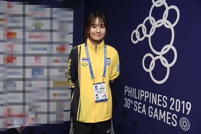 Nhan sắc 2 nhân viên y tế của Việt Nam và Thái Lan tại SEA Games-1