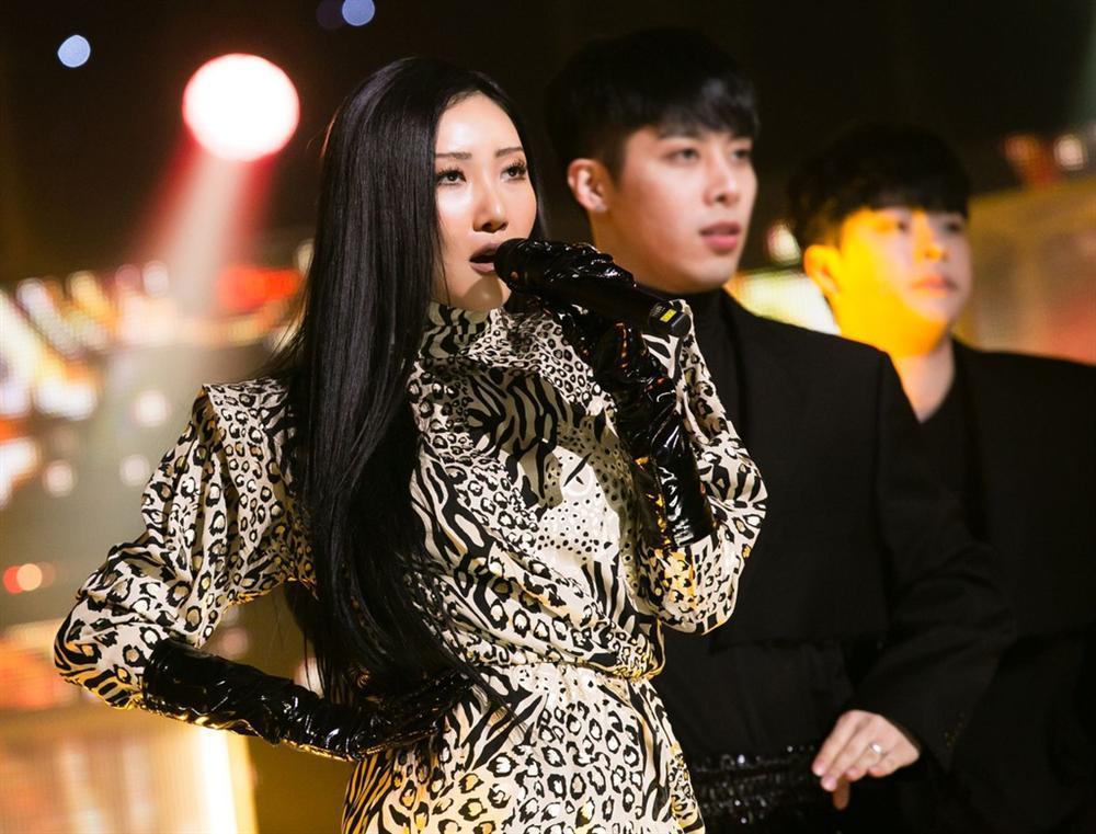 Tae Yeon (SNSD) được ví như người phụ nữ ly hôn 7 lần khi hát-8