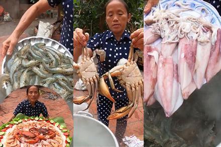 Làm món cơm hải sản, bà Tân Vlog lại làm người xem tò mò khi hấp tôm, cua, mực theo cách có 1 - 0 - 2