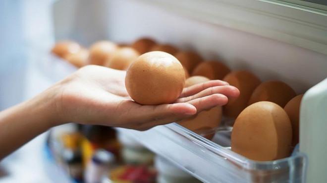 Tại sao không nên để trứng ở cánh cửa tủ lạnh-1