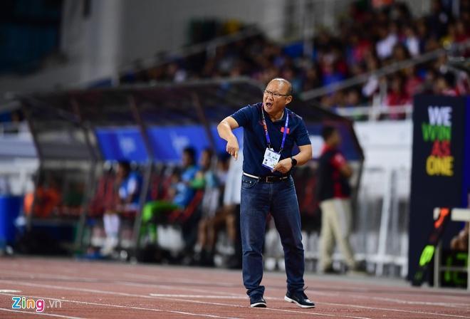 Trận đấu giữa U22 Việt Nam và Singapore vẫn diễn ra dù có mưa bão-1