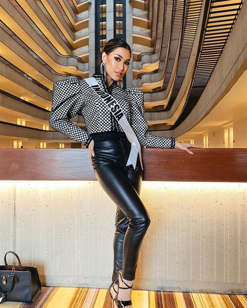 Miss Universe 2019 ngày thứ năm: Hoàng Thùy lên đồ kín đáo, dàn đối thủ ra sức lồng lộn-5