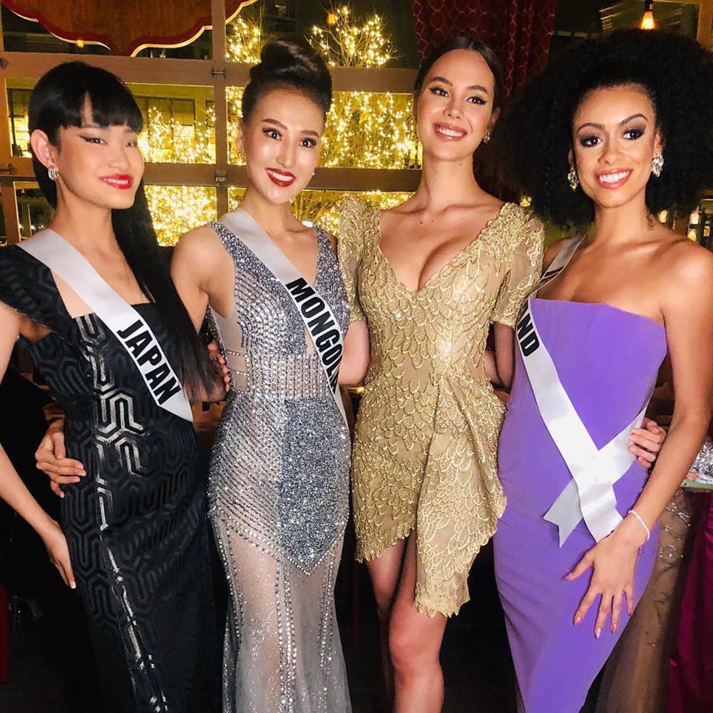 Miss Universe 2019 ngày thứ năm: Hoàng Thùy lên đồ kín đáo, dàn đối thủ ra sức lồng lộn-16
