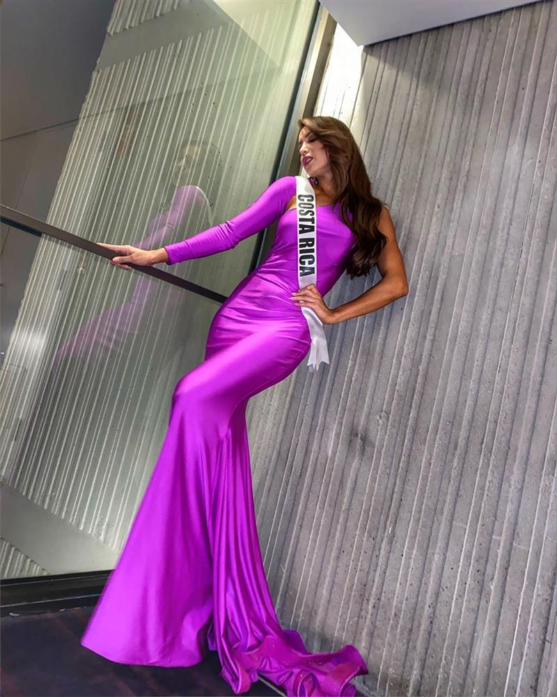 Miss Universe 2019 ngày thứ năm: Hoàng Thùy lên đồ kín đáo, dàn đối thủ ra sức lồng lộn-7