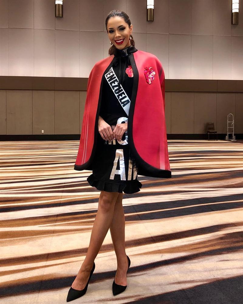 Miss Universe 2019 ngày thứ năm: Hoàng Thùy lên đồ kín đáo, dàn đối thủ ra sức lồng lộn-12