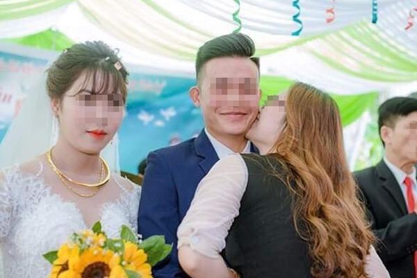 Cư dân mạng giận tím mặt với bức ảnh chú rể bị một cô gái khác hôn lên má, phản ứng của cô dâu mới đáng bàn-1