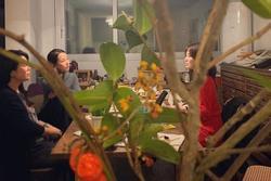 Song Hye Kyo bí mật đi hẹn hò lại còn chấp nhận ngồi xoa bóp chân cho nhân vật giấu mặt