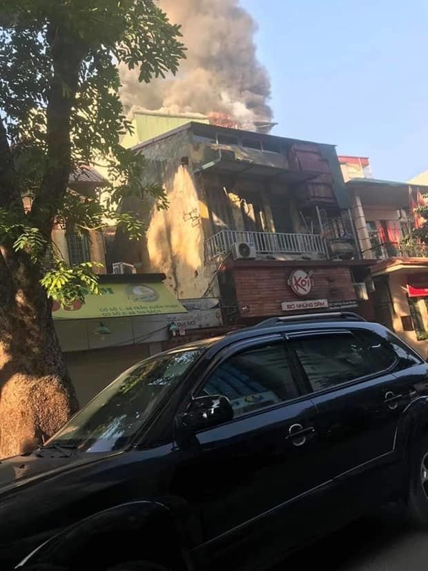 Cháy lớn quán karaoke sắp khai trương trên phố Thi Sách-5