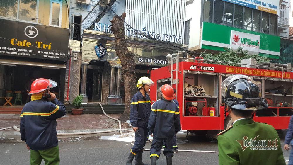 Cháy lớn quán karaoke sắp khai trương trên phố Thi Sách-3