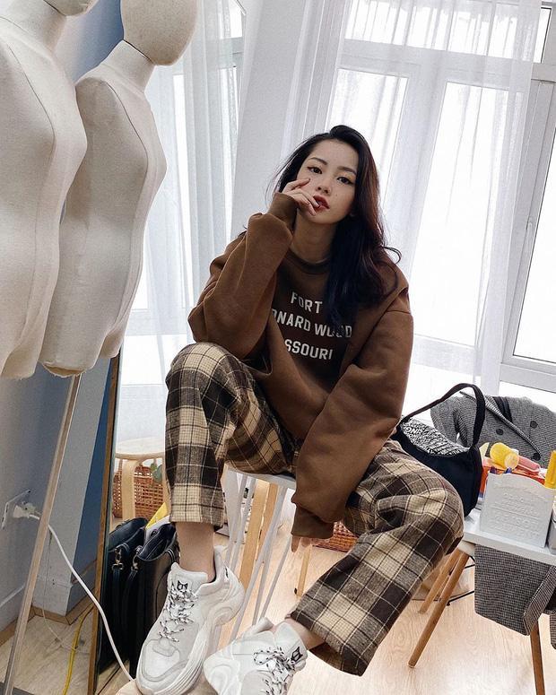 Chi Pu khoe đường cong S-line với đầm bó sát - Min hack tuổi với công thức mix đồ nữ sinh-1