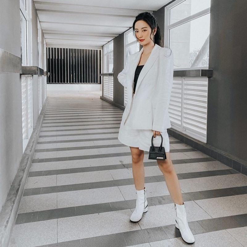 Chi Pu khoe đường cong S-line với đầm bó sát - Min hack tuổi với công thức mix đồ nữ sinh-4