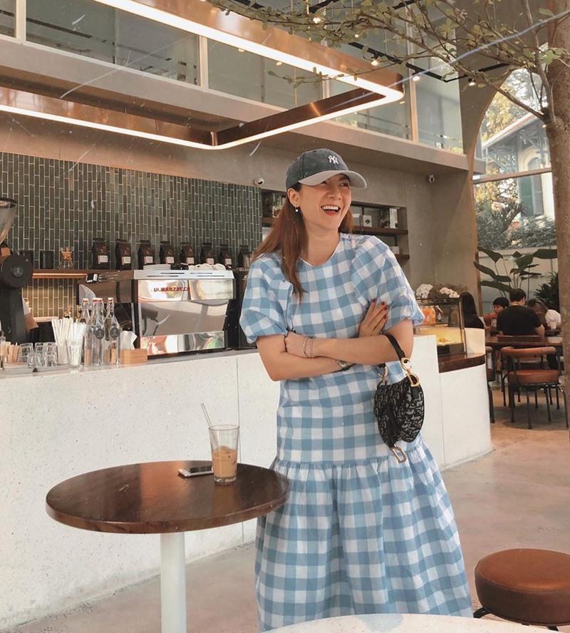 Chi Pu khoe đường cong S-line với đầm bó sát - Min hack tuổi với công thức mix đồ nữ sinh-10