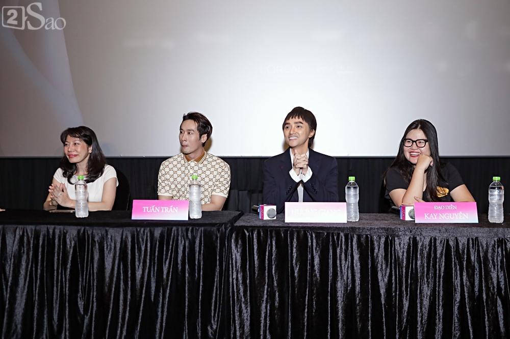 Hương Giang trở lại làm đàn ông và hôn bạn đồng giới ngay tại sự kiện ra mắt phim-1