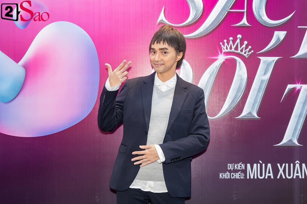 Hương Giang trở lại làm đàn ông và hôn bạn đồng giới ngay tại sự kiện ra mắt phim-2