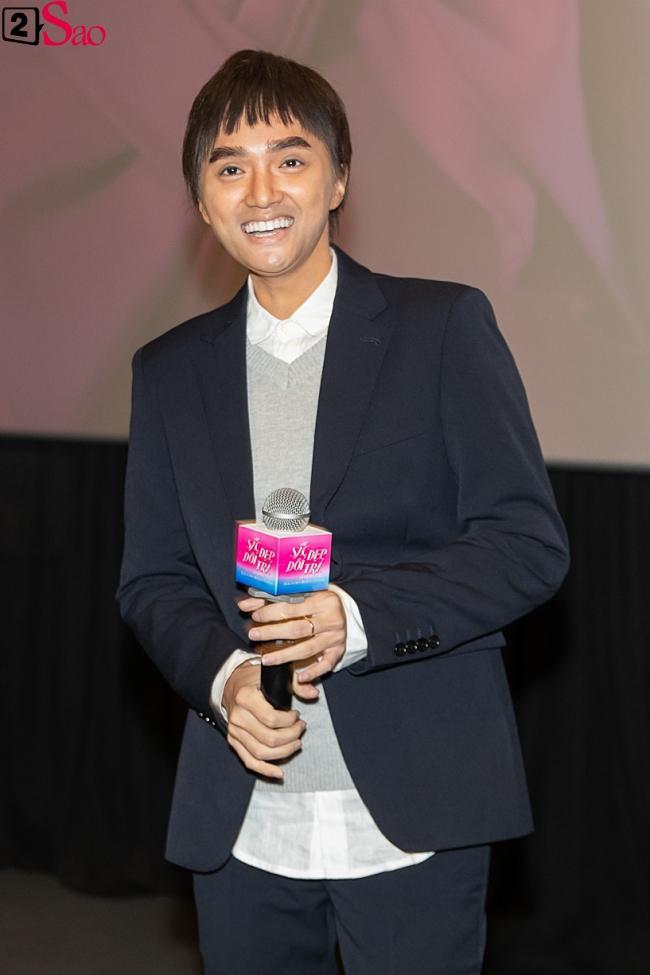 Hương Giang trở lại làm đàn ông và hôn bạn đồng giới ngay tại sự kiện ra mắt phim-4
