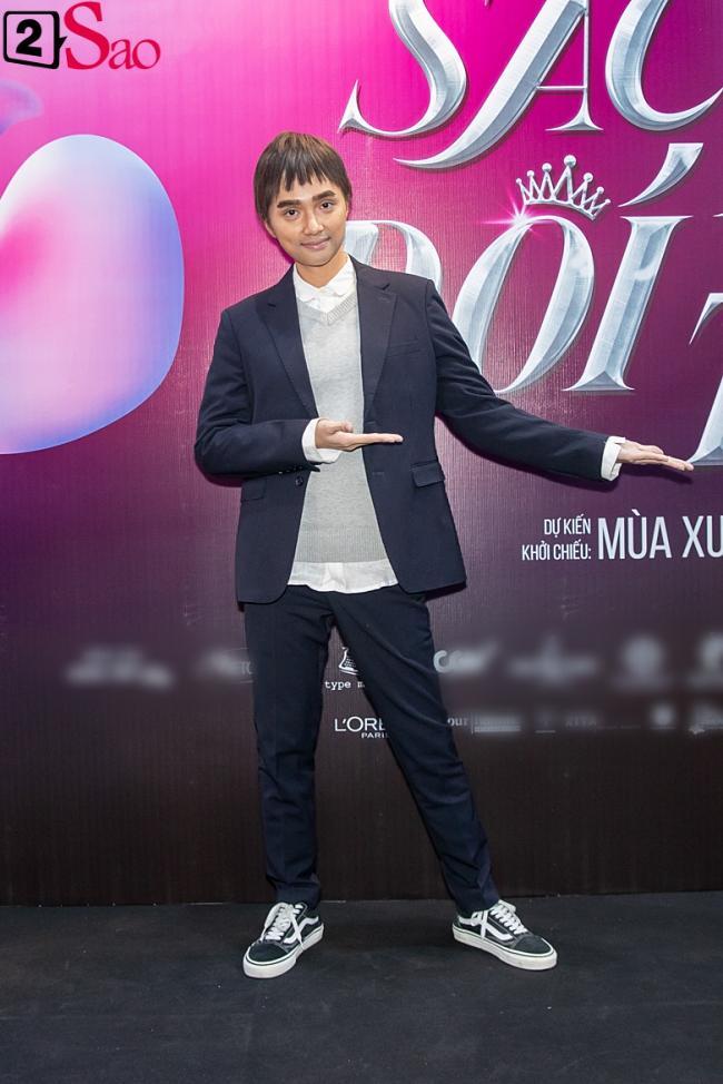 Hương Giang trở lại làm đàn ông và hôn bạn đồng giới ngay tại sự kiện ra mắt phim-5
