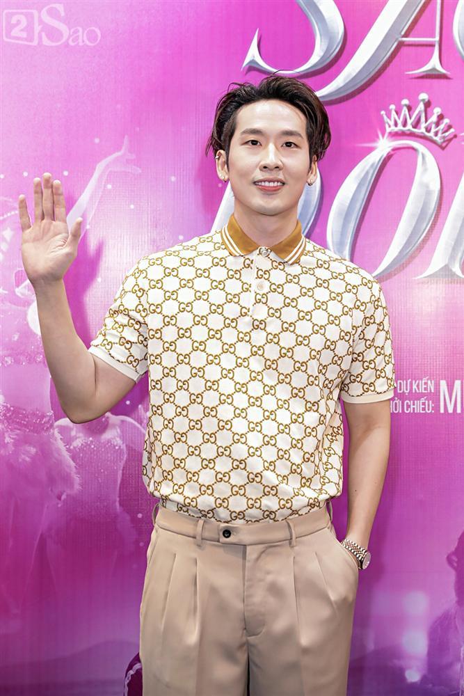 Hương Giang trở lại làm đàn ông và hôn bạn đồng giới ngay tại sự kiện ra mắt phim-7