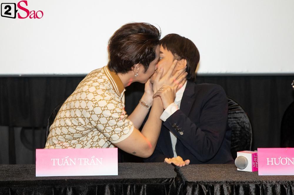 Hương Giang trở lại làm đàn ông và hôn bạn đồng giới ngay tại sự kiện ra mắt phim-6