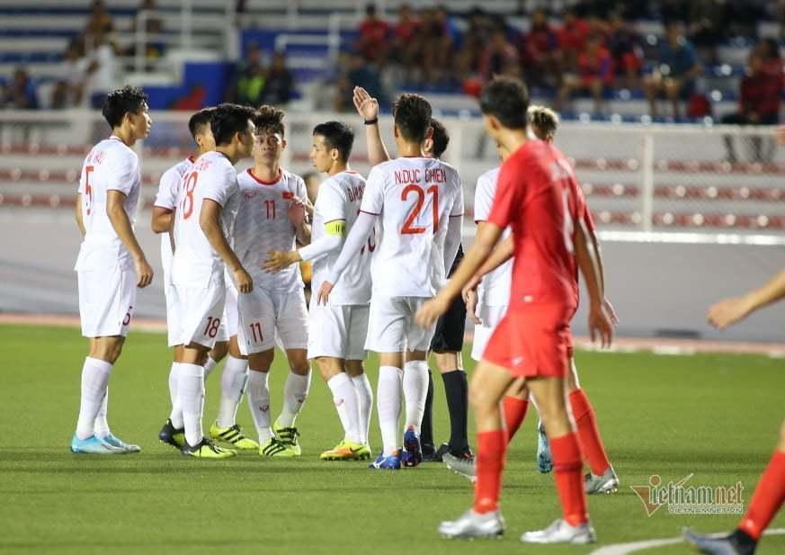 Lan truyền khoảnh khắc thầy Park nổi đóa với trọng tài vì làm U22 Việt Nam gặp bất lợi-3