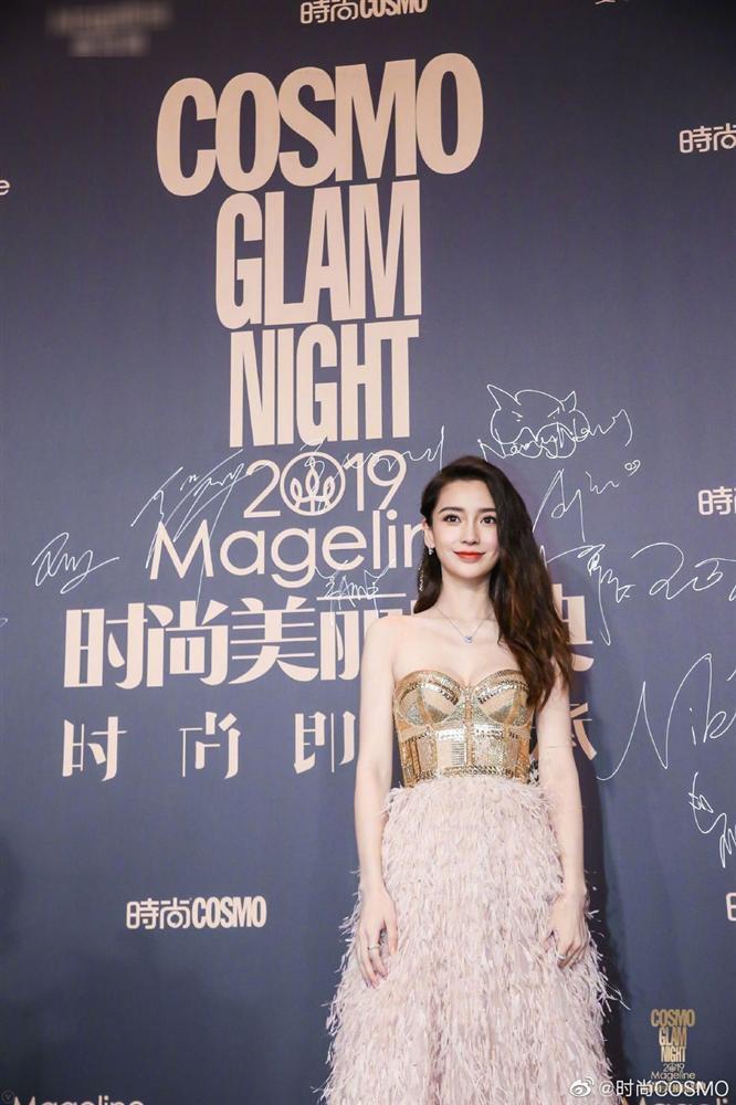 Thảm đỏ Cosmo: Địch Lệ Nhiệt Ba khoe vòng 1 bỏng mắt, Yoona lép vế dàn mỹ nhân Hoa ngữ-2