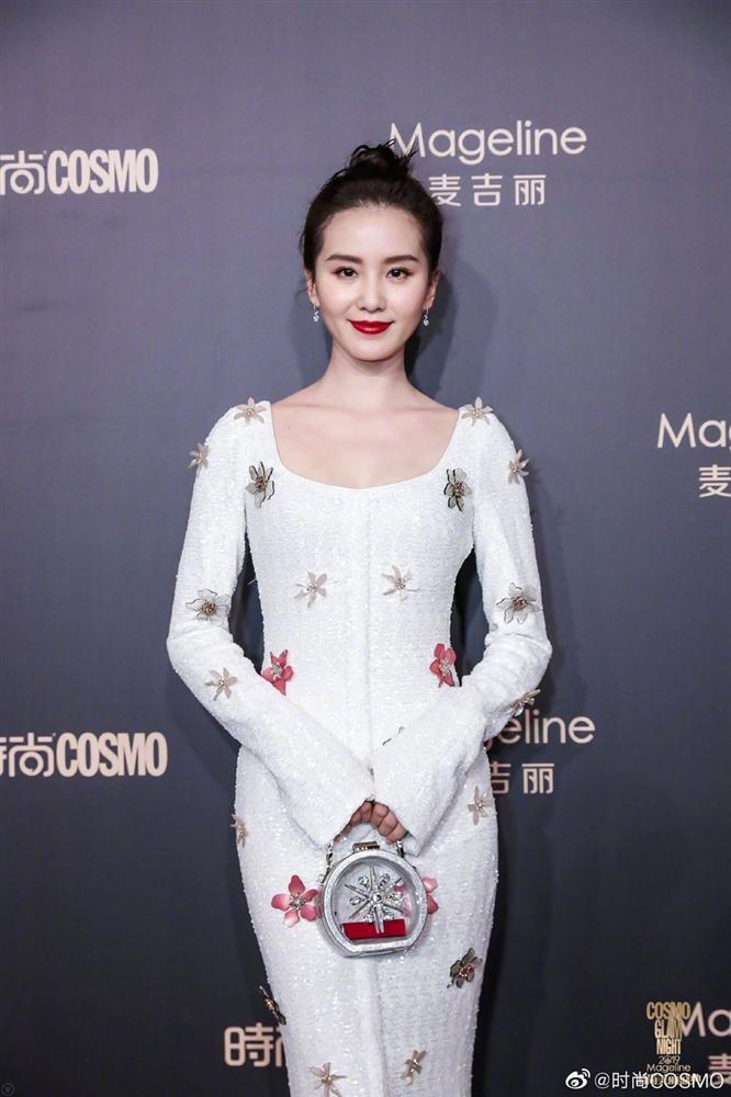 Thảm đỏ Cosmo: Địch Lệ Nhiệt Ba khoe vòng 1 bỏng mắt, Yoona lép vế dàn mỹ nhân Hoa ngữ-3