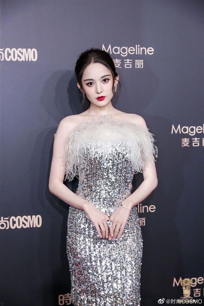 Thảm đỏ Cosmo: Địch Lệ Nhiệt Ba khoe vòng 1 bỏng mắt, Yoona lép vế dàn mỹ nhân Hoa ngữ-10