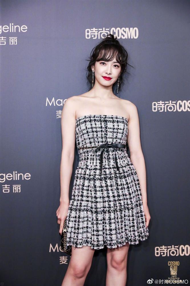 Thảm đỏ Cosmo: Địch Lệ Nhiệt Ba khoe vòng 1 bỏng mắt, Yoona lép vế dàn mỹ nhân Hoa ngữ-11