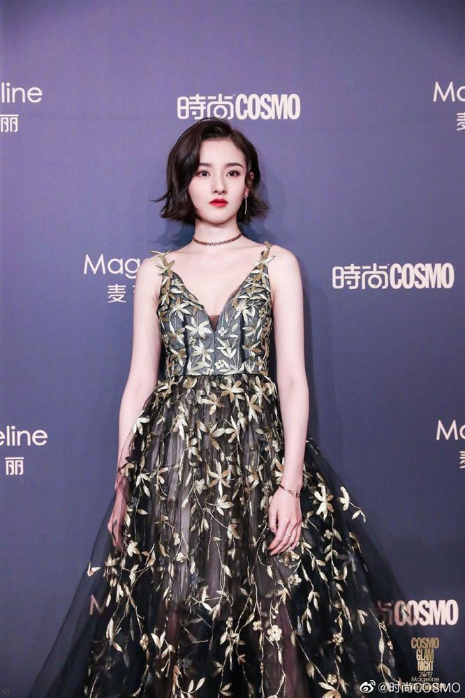 Thảm đỏ Cosmo: Địch Lệ Nhiệt Ba khoe vòng 1 bỏng mắt, Yoona lép vế dàn mỹ nhân Hoa ngữ-12