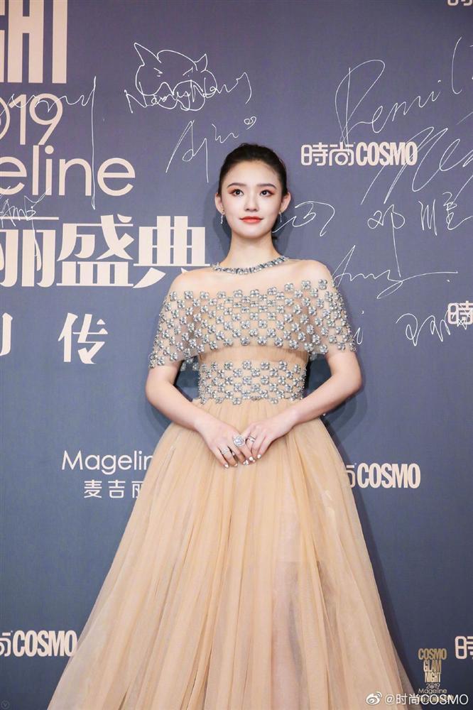 Thảm đỏ Cosmo: Địch Lệ Nhiệt Ba khoe vòng 1 bỏng mắt, Yoona lép vế dàn mỹ nhân Hoa ngữ-13