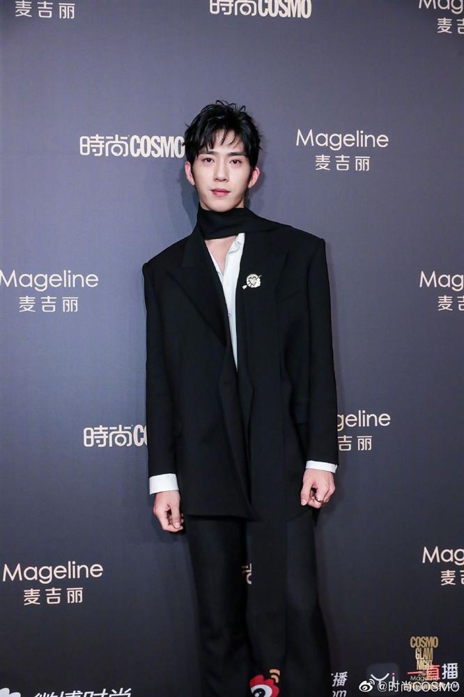 Thảm đỏ Cosmo: Địch Lệ Nhiệt Ba khoe vòng 1 bỏng mắt, Yoona lép vế dàn mỹ nhân Hoa ngữ-22