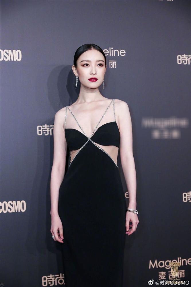 Thảm đỏ Cosmo: Địch Lệ Nhiệt Ba khoe vòng 1 bỏng mắt, Yoona lép vế dàn mỹ nhân Hoa ngữ-5