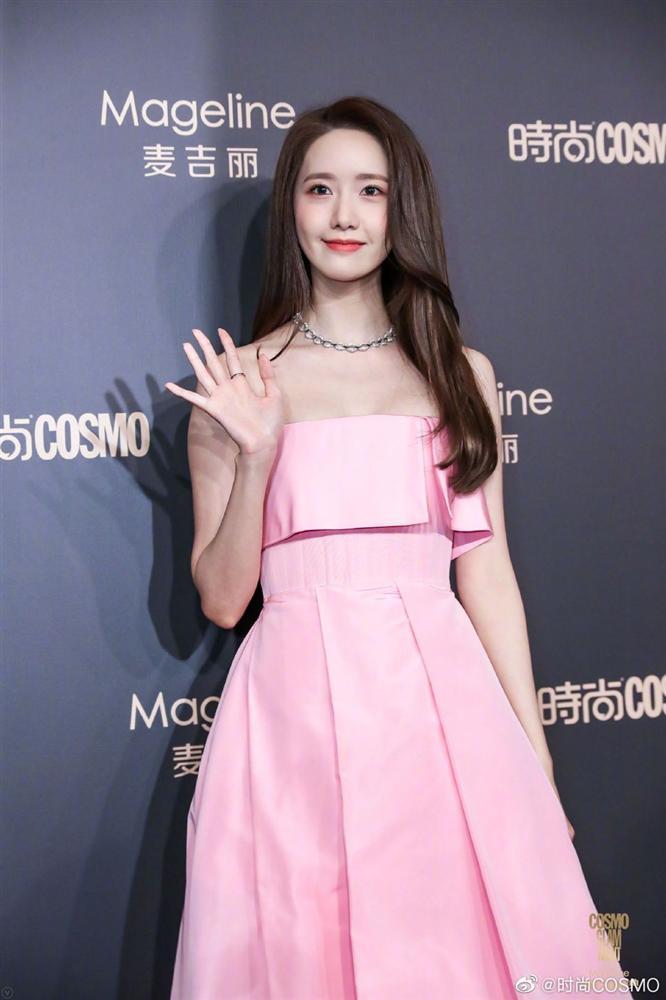 Thảm đỏ Cosmo: Địch Lệ Nhiệt Ba khoe vòng 1 bỏng mắt, Yoona lép vế dàn mỹ nhân Hoa ngữ-9