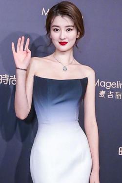 Mỹ nhân 9X giàu nhất showbiz Trung Quốc chiếm trọn hotsearch vì quá đẹp