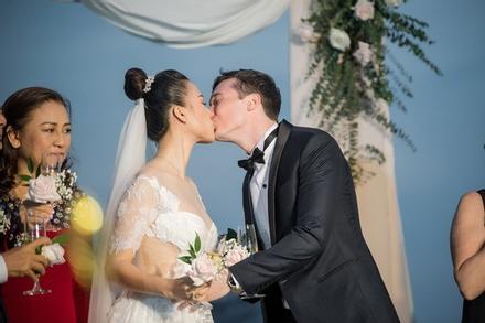 Hoàng Oanh chia sẻ sau lễ cưới với chồng người Mỹ