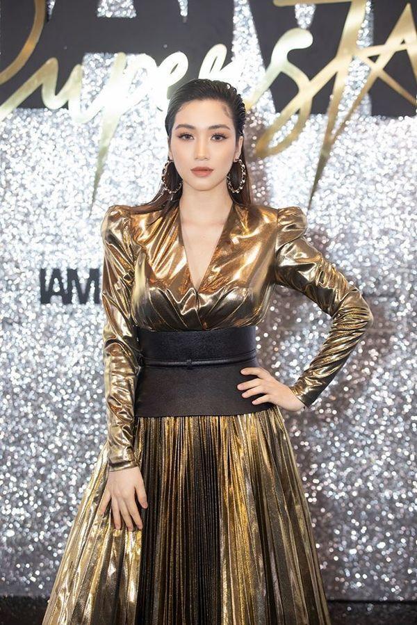 Giữa ồn ào sinh con, Hòa Minzy khoe vòng 1 khủng đúng kiểu mẹ bỉm sữa khi dự show thời trang-1