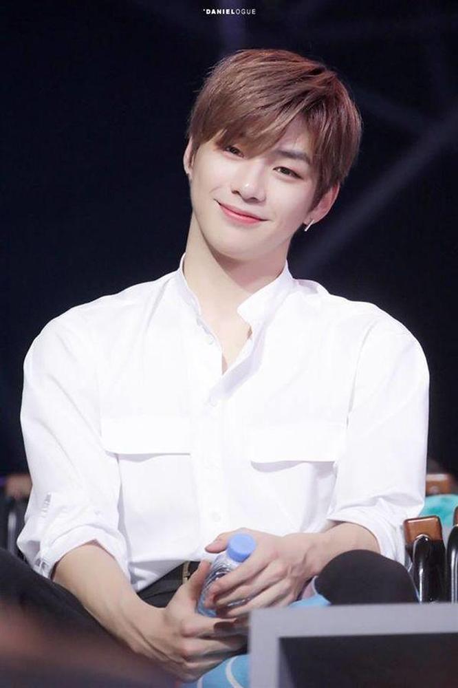 Fan sợ hãi khi Kang Daniel công khai đóng băng mọi hoạt động vì trầm cảm: Ai đó làm ơn cứu tôi-2