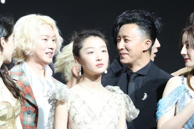 Han Geng ôm Hee Chul sau 10 năm rời Super Junior-5