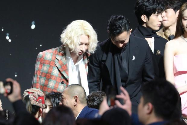 Han Geng ôm Hee Chul sau 10 năm rời Super Junior-6