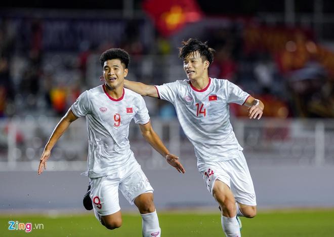 Hải Quế, Tiến Linh trêu Đức Chinh thơm, trắng khi thắng U22 Singapore-1
