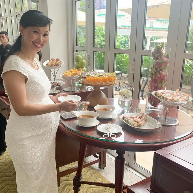 Vừa sinh con ở tuổi 42, Shark Linh - Thương Vụ Bạc Tỷ liền khoe cận mặt tiểu công chúa-1