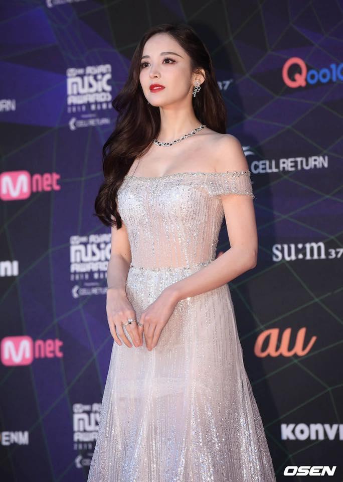 Thảm đỏ lễ trao giải MAMA: BTS cá tính, Cổ Lực Na Trát make-up vội vẫn đẹp xuất sắc-5
