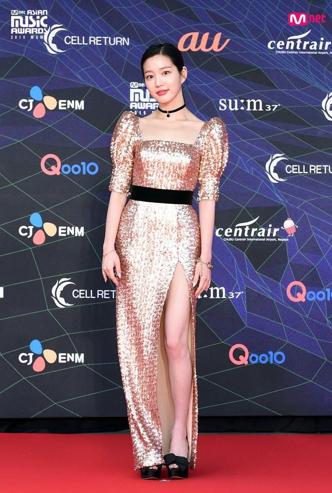 Thảm đỏ lễ trao giải MAMA: BTS cá tính, Cổ Lực Na Trát make-up vội vẫn đẹp xuất sắc-6